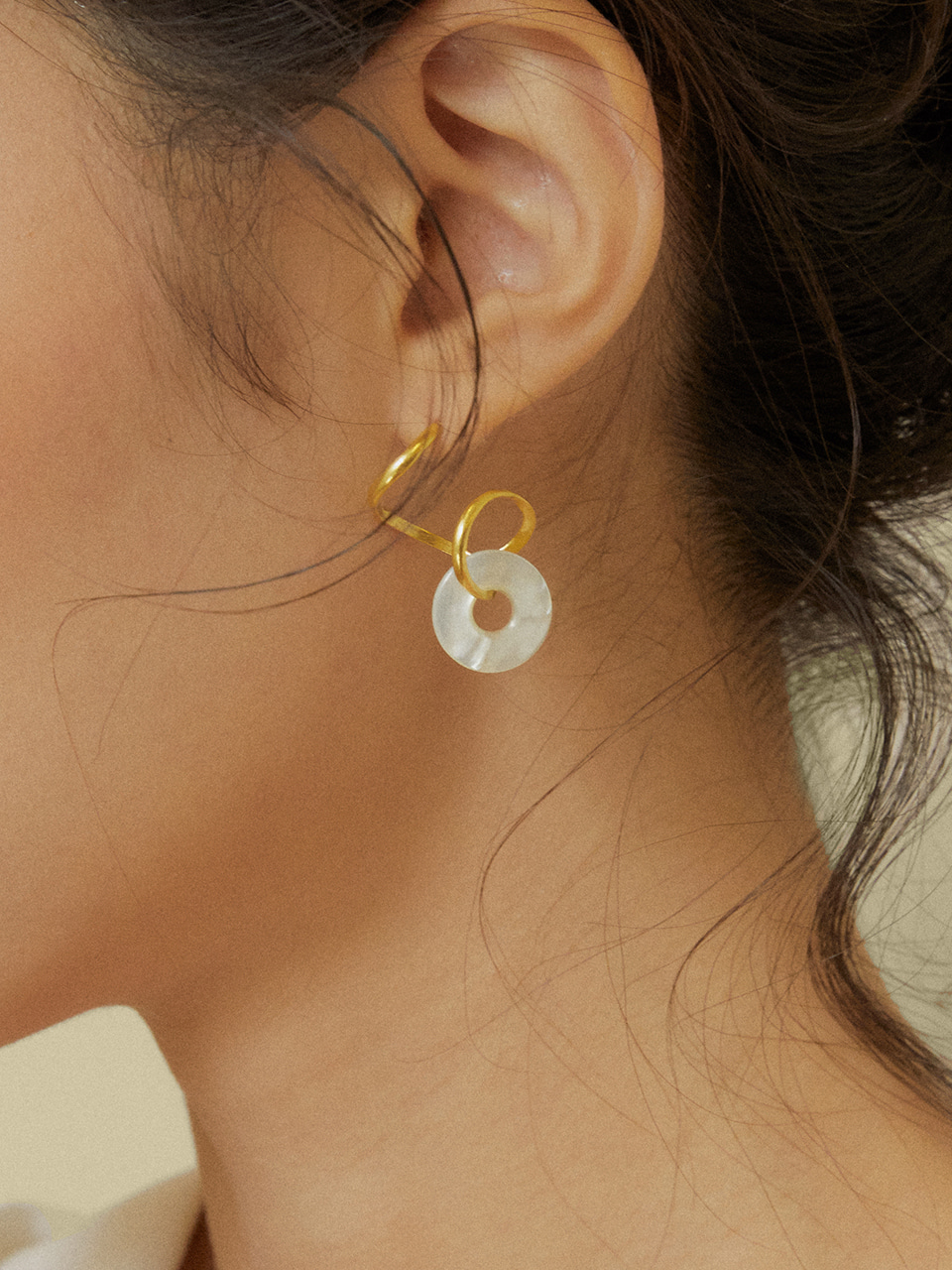 Mother pearl donut earrings (마더펄도넛귀걸이)